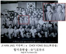 Groupe avec Me Ji Han-Jae (encadré)
